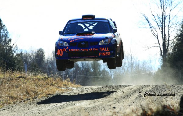 crazyleo-and-chrissie-beavis-flying-at-the-rally-of-the-tall-pines-2010